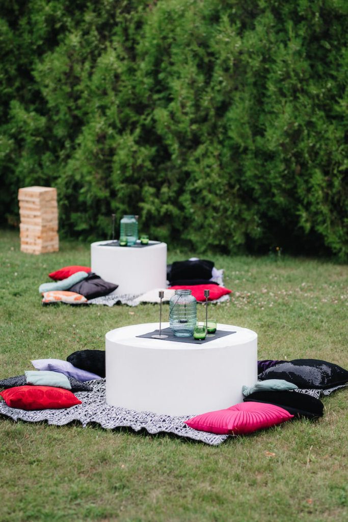 1632420199 400 Seating for a garden wedding stylish and comfortable - Seating for a garden wedding: stylish and comfortable