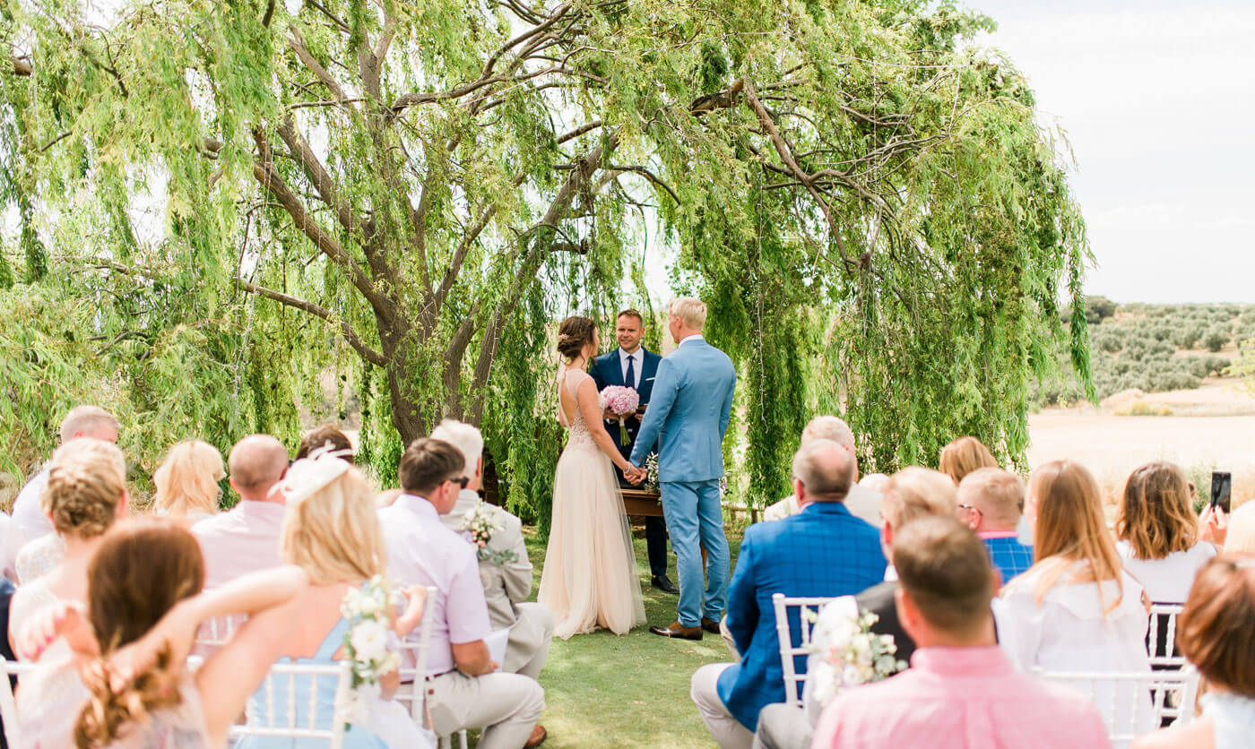 1632477580 408 The 10 worst mistakes as a wedding guest and how - The 10 worst mistakes as a wedding guest and how to avoid them