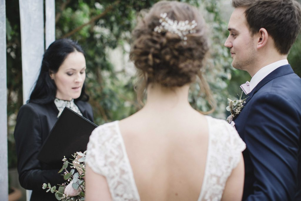 1632479762 484 Great ideas for free wedding ceremonies the wedding speaker - Great ideas for free wedding ceremonies & the wedding speaker> Discover now!