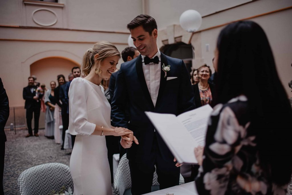 1632479762 62 Great ideas for free wedding ceremonies the wedding speaker - Great ideas for free wedding ceremonies & the wedding speaker> Discover now!